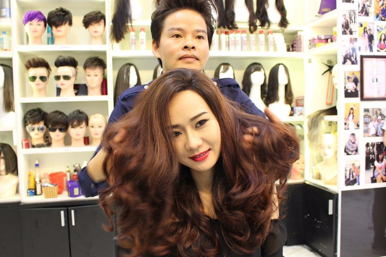 Đến với Tóc Giả Sài Gòn bạn sẽ được các nhà tạo mẫu tóc chuyên nghiệp tư vấn và làm đẹp.